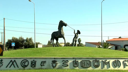 escultura de caballo lusitano